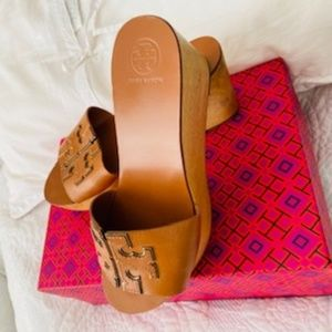 Tory Burch Wedge/Slide  SPARK GOLD ~ TAN/Size 7.5